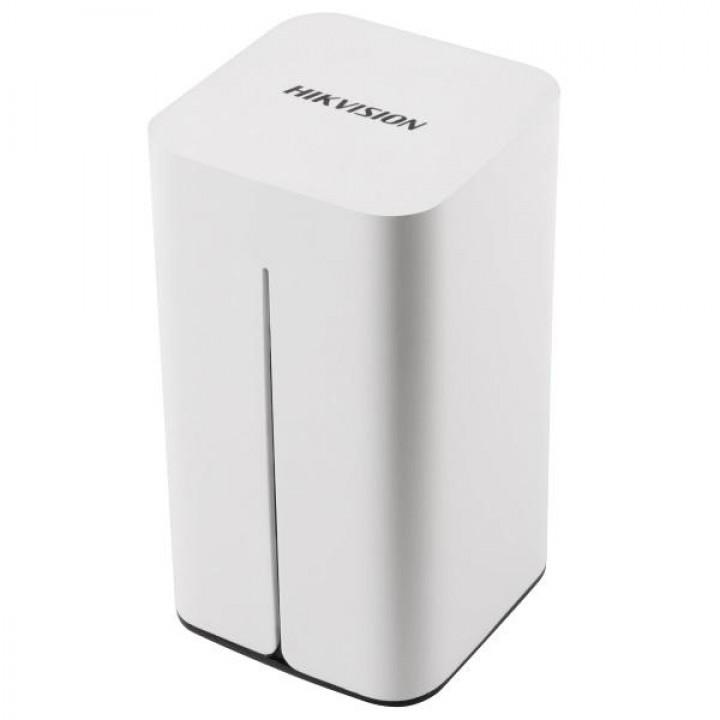 IP видеорегистратор HikVision DS-7108NI-E1/V/W  на 8 камер
